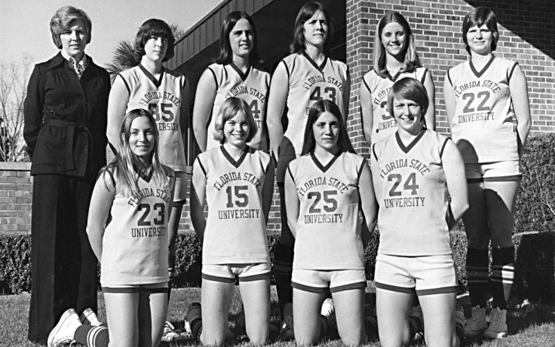 Photo of Dr. Mildred Usher and the 1976 women's basketball team